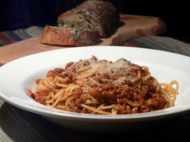 Thibeault's Table / Spaghetti Bolognese with Gorgonzola Garlic Bread