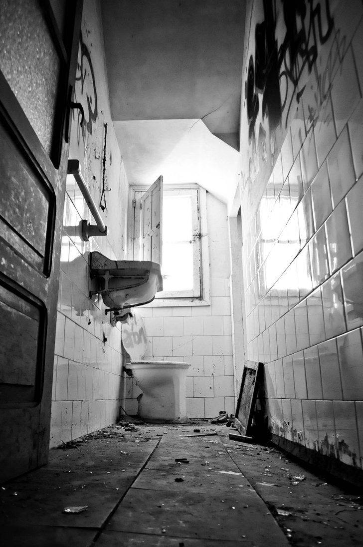 Haunted bathroom neato places spaces pinterest for Haunted bathroom ideas