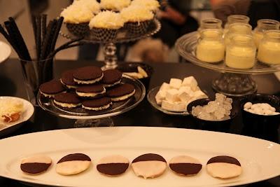 black & white cookies   Girl Food   Pinterest