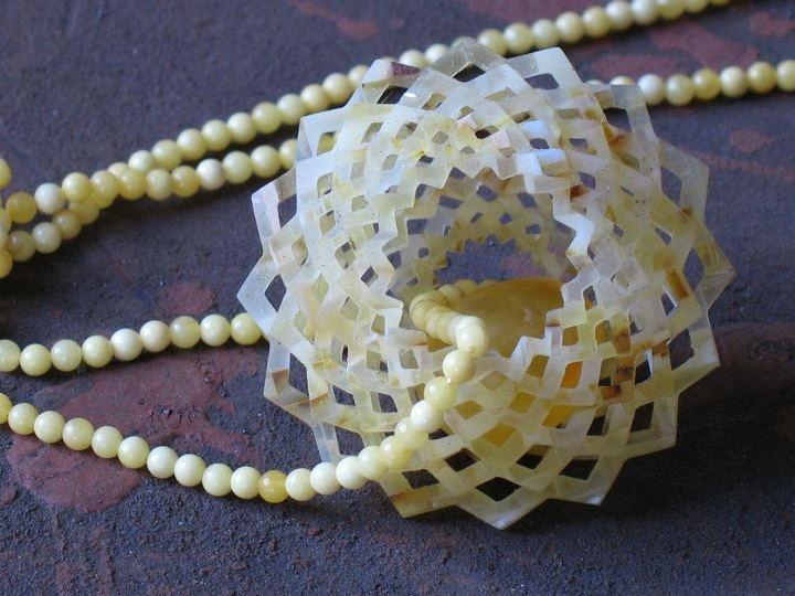 """Dorota Kos jewelry -   """"Rosa"""" Ałatyr 2007, 100 % amber"""