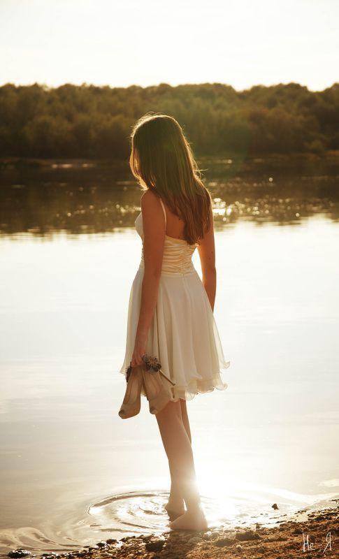 красивые девушки стоящие спиной