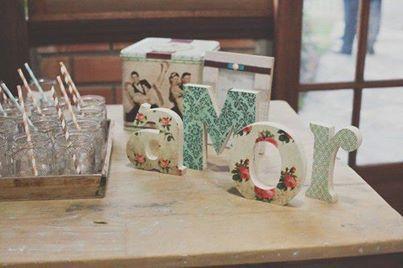Foto: Sabia que você pode criar as letras em isopor, madeira, gesso e papelão? Claro, existem muitas outras possibilidades! Dá para pintá-las ou usar papel contact com o tema de sua preferência. Lindo!