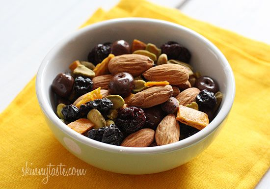 Easy Trail Mix Recipe + Tips on Making School Lunches Healthy and Fun ...