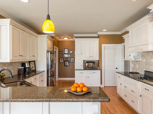 Traditional kitchen with white cabinets coffee with cream for White kitchen cabinets with crown molding