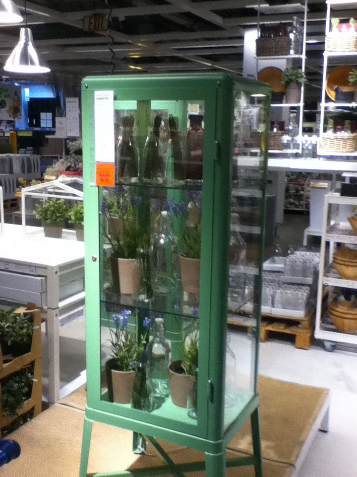 Ikea glass cabinet fabrikor for Ikea display box