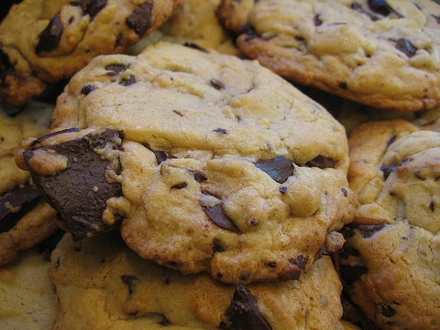 chocolate chunk cookies This Chocolate looks Yummy!!! http://pin-pics ...