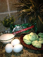 Green St. Patricks Day cookies. They are so easy to make, and really ...