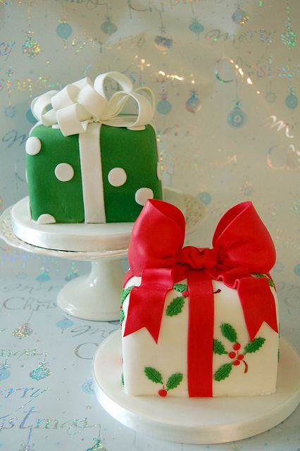 Jingle bells, jingle bells present cakes - love these!!!!  I was thinking about mini cakes for Christmas day!
