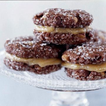 Chocolate Peanut Butter Sandwich Cookies- drooooool!