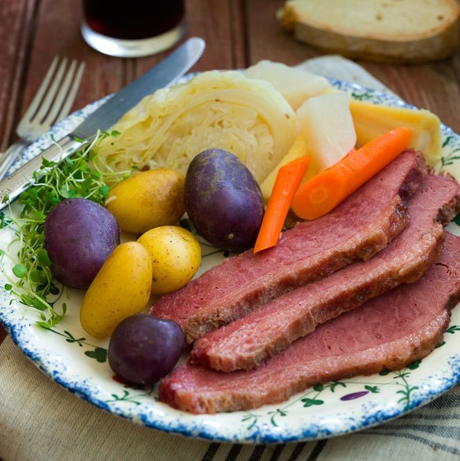 how to make corned beef and cabbage boiled dinner
