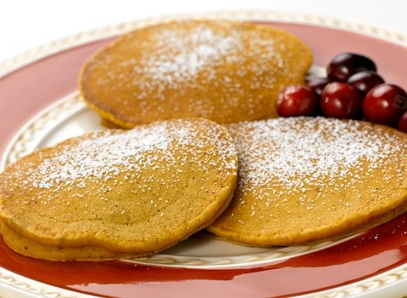 Pumpkin Pie Cranberry Pancakes... oh, how I need these in my tummy!