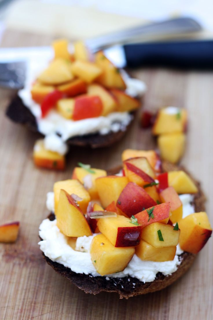 Peach and honey bruschetta with ricotta | {Appetizers & Dips} | Pinte ...