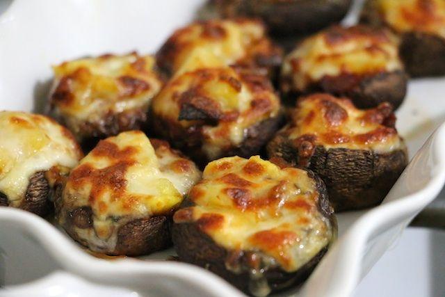 ... Snacks! First up: Mini Portobello Pizza Bites #yum #healthy #superbowl