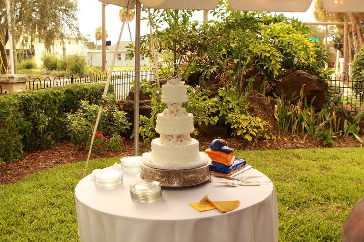 Outdoor wedding cake weddings pinterest for Outdoor wedding cake ideas
