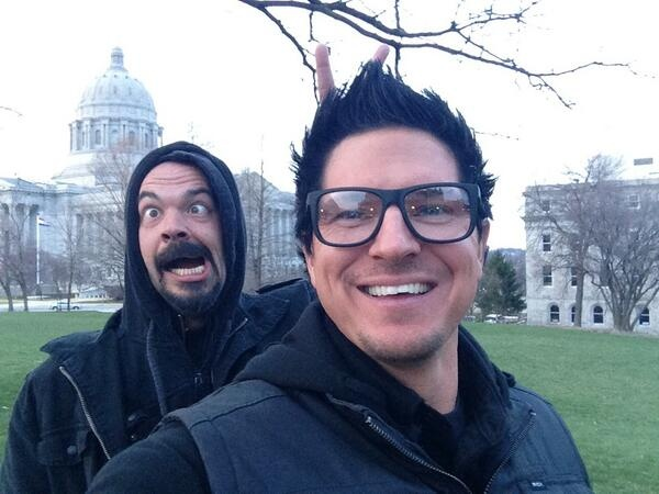 Aaron Goodwin photo bombing Zak Bagans       Omg     Omg    That    Zak Bagans Smiling