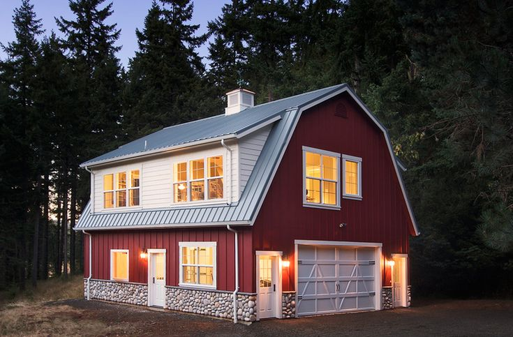 Garage apartment barn mcintosh kid farm pinterest Barns with apartments above