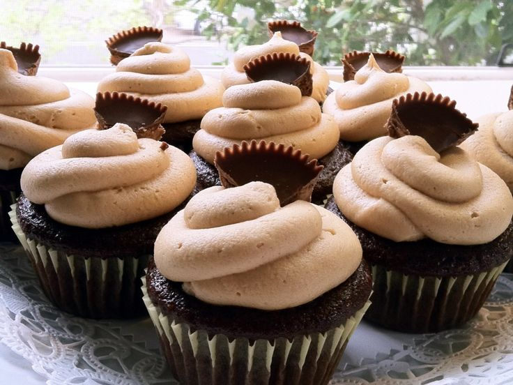 Chocolate Peanut Butter Cup Cupcakes | Yum yum, cupcakes! | Pinterest