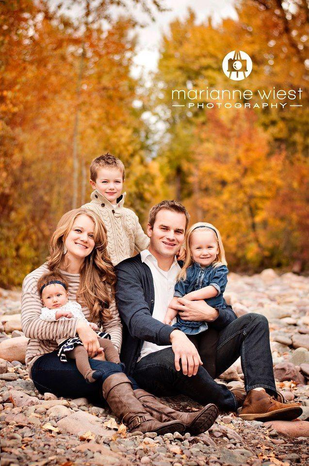 family of 5 pose photos