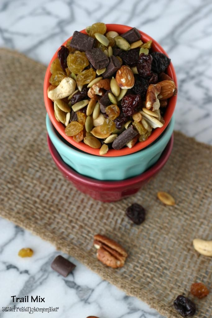 Easy Roasted Trail Mix {susiefreakinghomemaker}