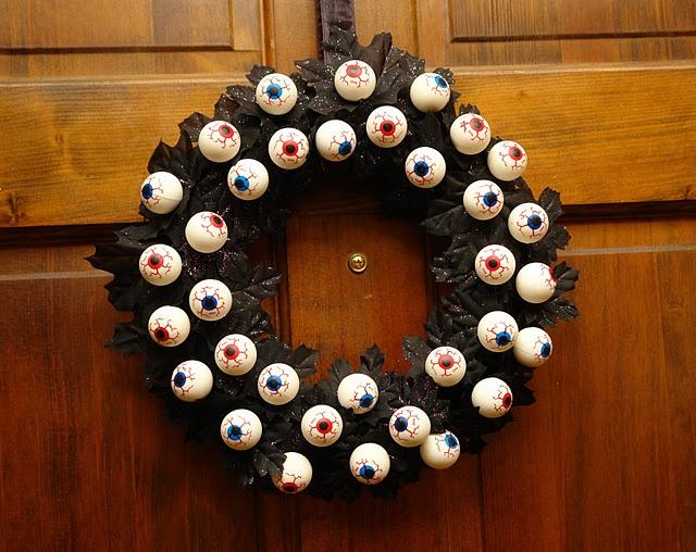 Eyeball Wreath for Halloween | Halloween | Pinterest