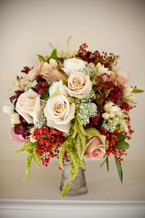 Rose Bouquet With Berries and Greenery | photography by http://genevieveleiper.com/site.html
