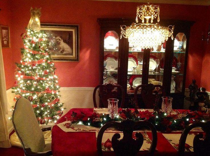 Christmas dining room christmas decor pinterest for Dining room xmas decor