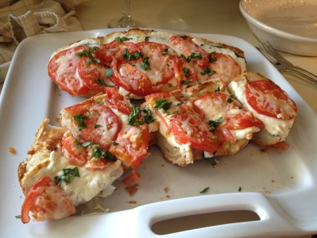 Basil, Tomato, Cheese, Garlic Bread | Food and Drink | Pinterest
