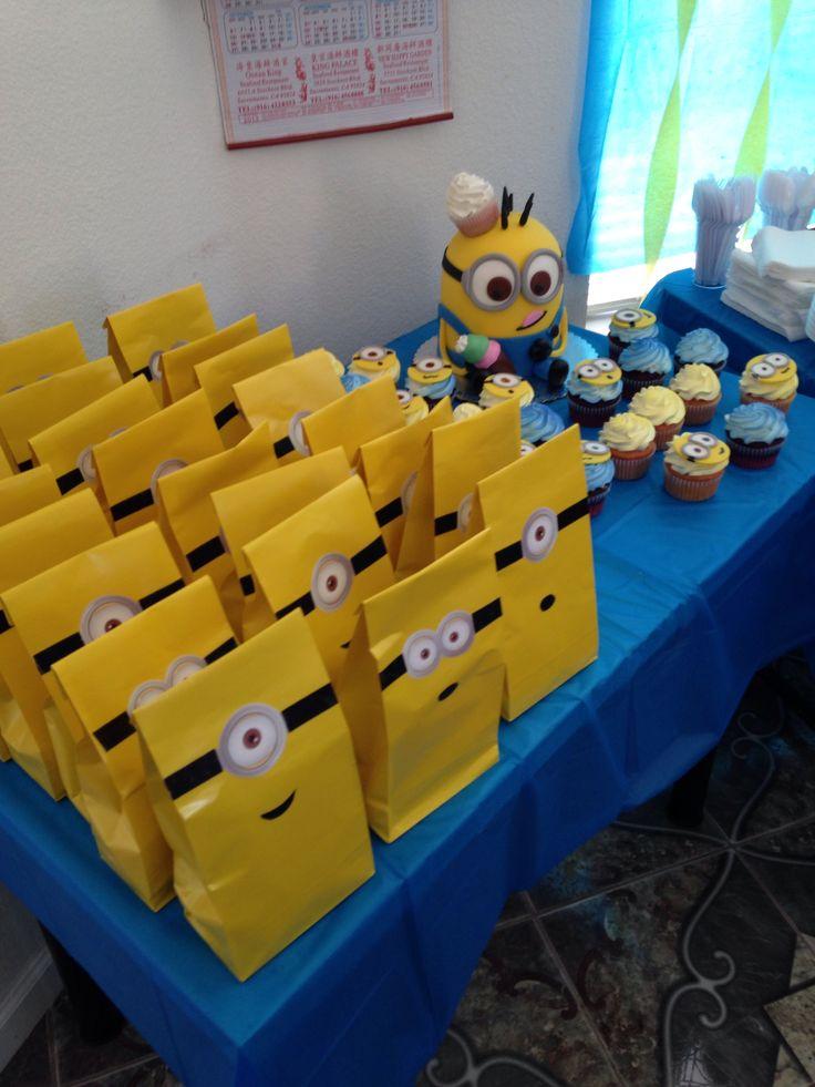Minion theme birthday party Action