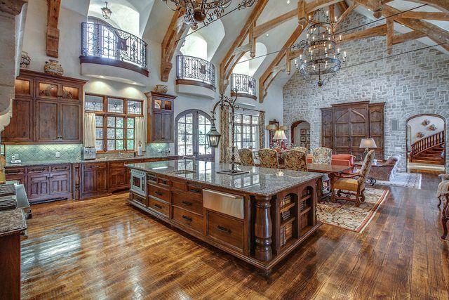 Huge Open Kitchen - breathtakingHuge Kitchen