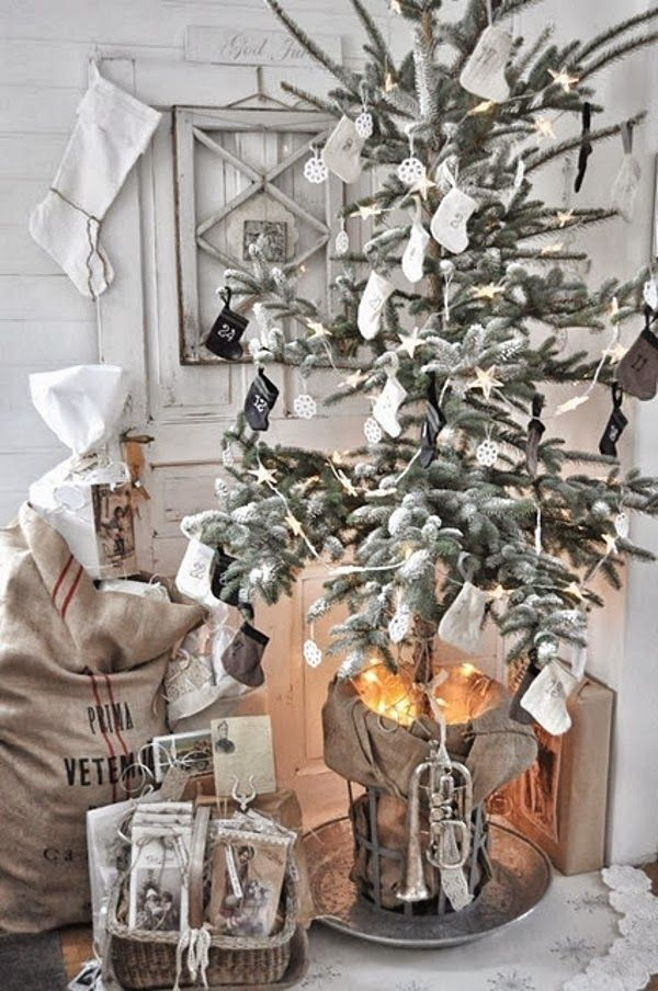 Vintage inspired Christmas Tree Decorating