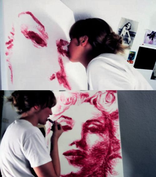 Wow. A complete Marilyn Monroe portrait done with lipstick and kisses