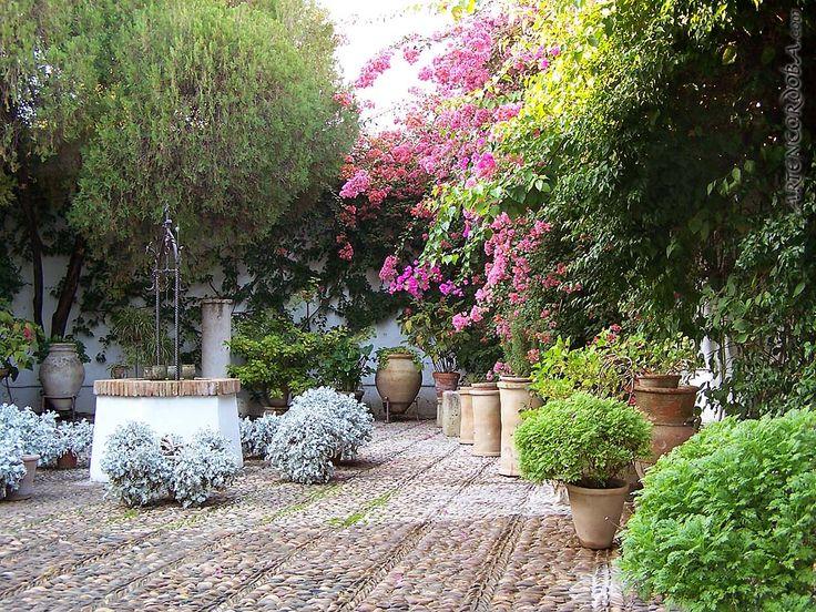 patio del pozo, palacio de viana córdoba