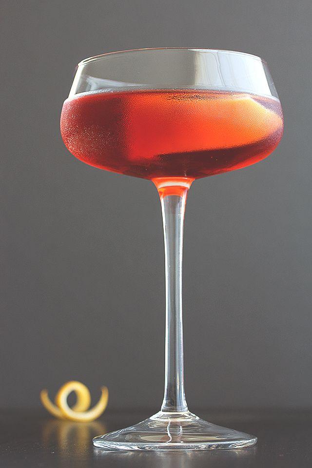 Boulevardier Cocktail // HonestlyYUM   Sip   Pinterest