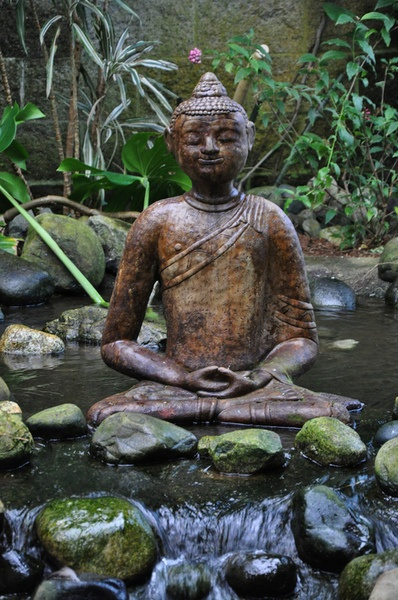 Peaceful Buddha, outside