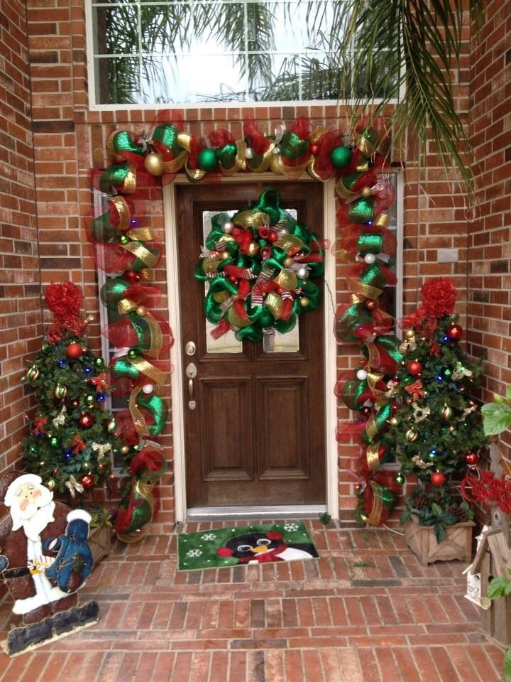 Deco mesh garland for the front door wreaths christmas for Door garland christmas