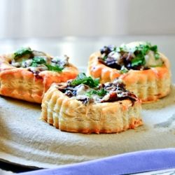 ... tarts are too die for! made with gruyre cheese, mushrooms and onions