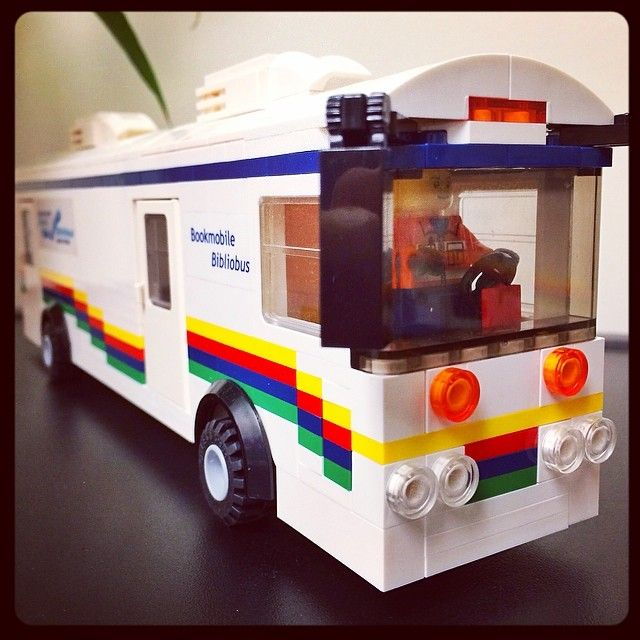 Bibliobús de la Otawa Public Library, construido con Lego (Canadá)