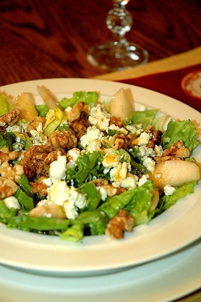 Pear and Gorgonzola Salad Pear, Goronzola, and Walnut Salad (recipe ...
