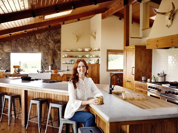 When #ThePioneerWoman Ree Drummond wants to cook for a special occasion, the fact that she lives on an isolated Oklahoma ranch presents some problems, not the least of which is that she has to drive to her kitchen.