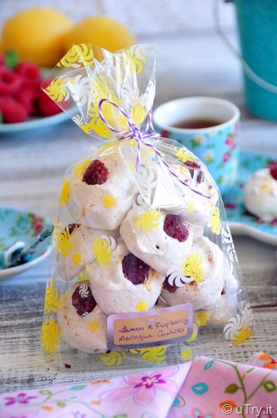 Lemon Raspberry Meringue Bubbles: easy homemade gift for the holidays!