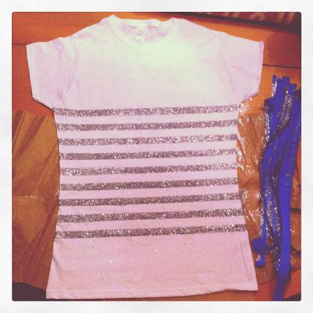 http://www.thebudgetbabe.com/archives/4397-Easy-DIY-How-to-Make-A-Glitter-Striped-Tee.html