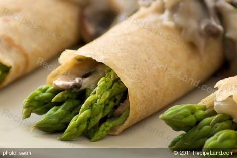Asparagus Crepes with Mushroom Dill-Sauce | Recipe
