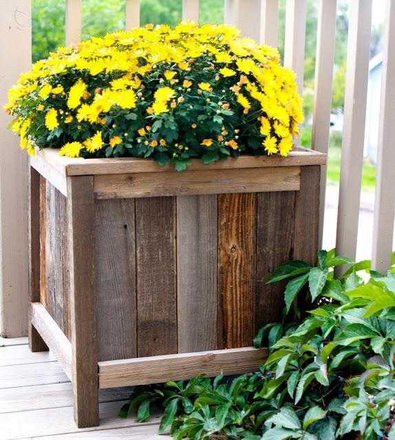 Fence post planter boxes garden ideas pinterest - Flower planters for fences ...