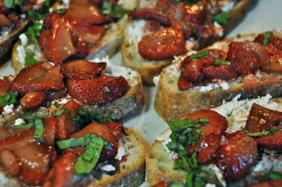 roasted strawberry bruschetta | Foods that need to be made | Pinterest