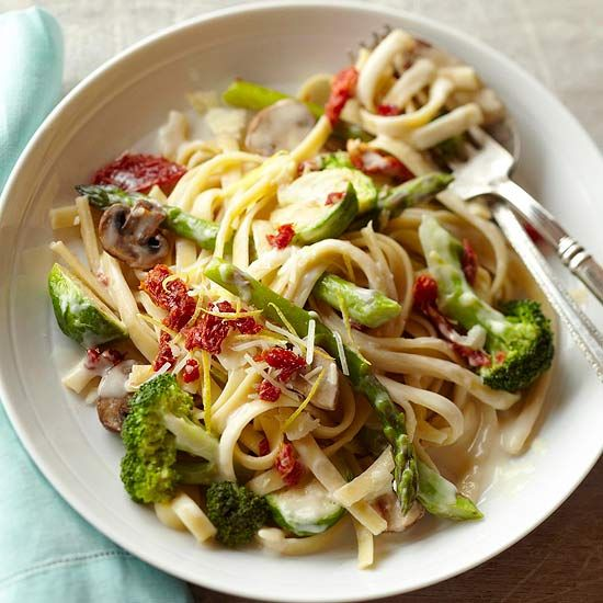 Our veggie-packed Fettuccine Alfredo takes only fifteen minutes from start to finish. Recipe: www.bhg.com/recipe/pasta/fettuccine-alfredo-with-dried-tomatoes-and-veggies/?socsrc=bhgpin081612fettuccinealfredowithveggies