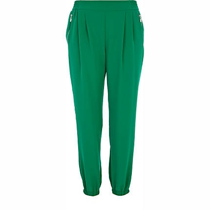 Excellent The JOGGERS Of J CREW Are Manufacture From The Material Of Cotton In Fact, The Jogger Pants Are Suitable On The Body Of Men The Zip Is Like A Fly 2 UNIQLO SWEATPANTS The Sweatpants Of UNIQLO Are Perfect For Men As Well