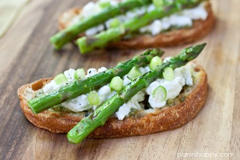 Grilled Asparagus Tartines with Fresh Ricotta, Pesto and Scallions ...
