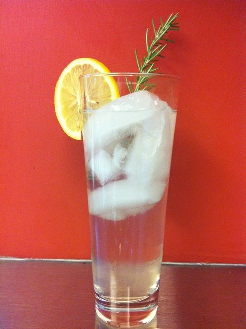 Rosemary Gin Cocktail | Liquor? But I don't even know her! | Pinterest
