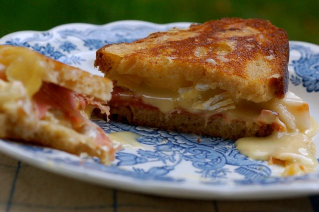 Grilled Brie, Pear and Prosciutto Sandwich