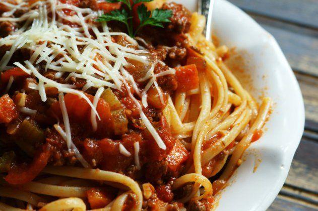bolognese easy spaghetti bolognese recipe yummly so easy spaghetti ...
